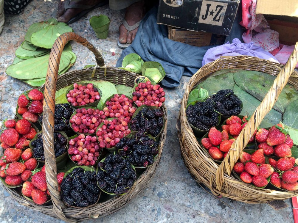 Fresh kaafal, strawberries for sale